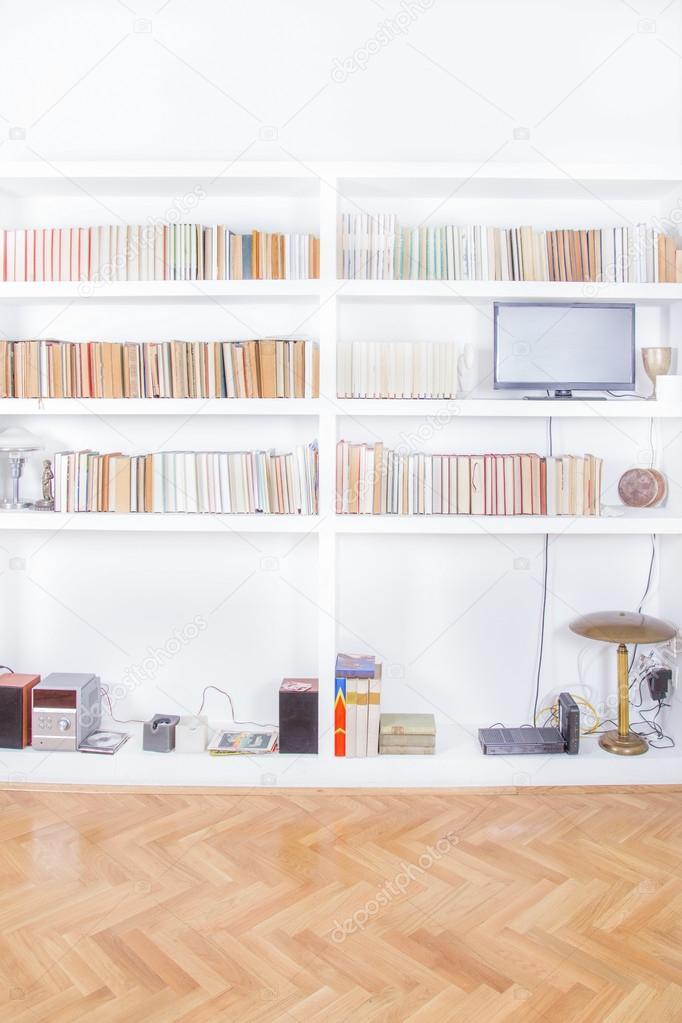 Wohnzimmer Mit Tv Und Bücherregal, Rendering, Häusliche Atmosphäre,  Bibliothek Hintergrund Innenaufnahme, Saubere Und Moderne Dekoration U2014 Foto  Von ...