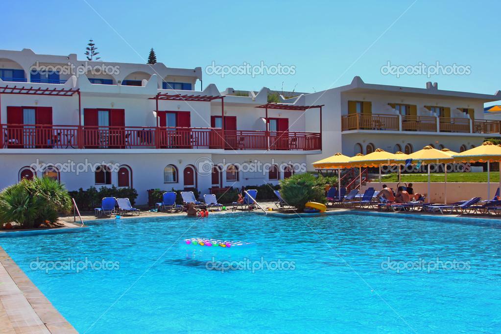 Hotel Und Pool Auf Einem Kreta Stockfoto Elenstudio 39500123