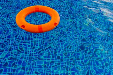 Swimming pool with pool ring.