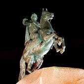 socha Petra Velikého v Petrohradu v noci