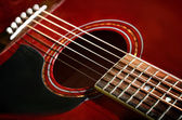 Photo Red acoustic guitar close-up