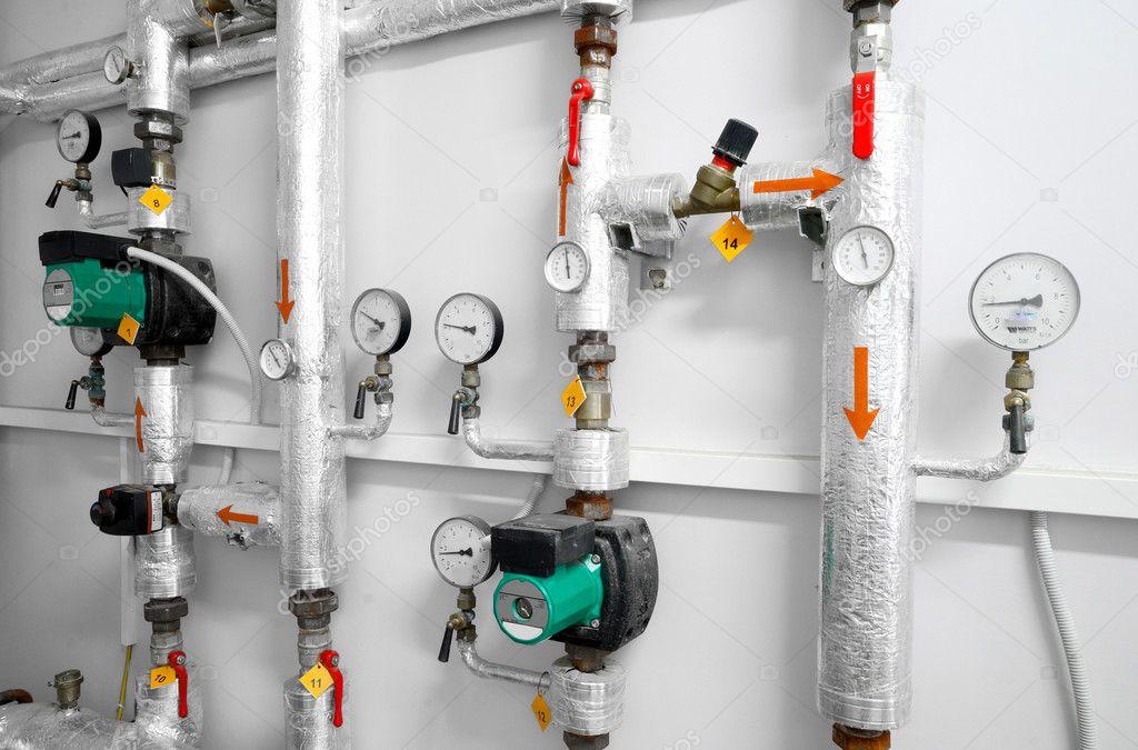 heizung system industrielle wasserleitung in einem heizraum stockfoto 32836679. Black Bedroom Furniture Sets. Home Design Ideas