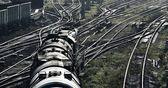 Blick auf Güterzug und Industriebahn