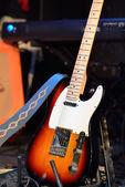 chitarra elettrica e altre attrezzature musicali