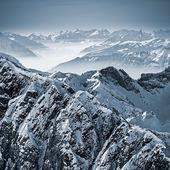Fotografie zasněžené hory ve švýcarských Alpách