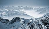 zasněžené hory ve švýcarských Alpách
