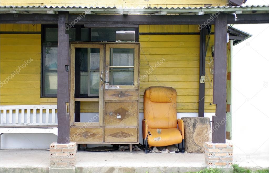 Cowboy Szene Vintage Sofa Und Schrank Auf Terrasse Stockfoto