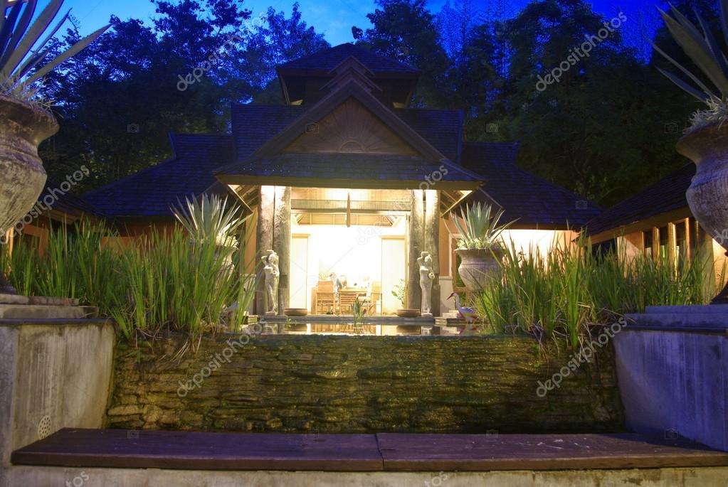 Sala Spa Pavilion Resort A Eclairage Nocturne Photographie