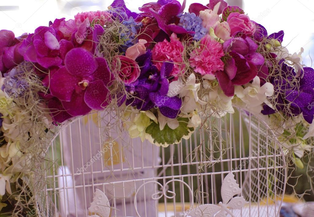 Schone Blume Dekoration Hochzeit Herz Form Weissen Kafig Stockfoto