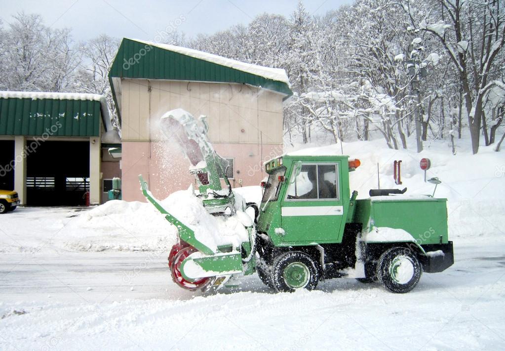 green snow truck