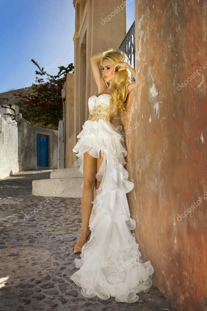 Красивое свадебное платье на блондинке