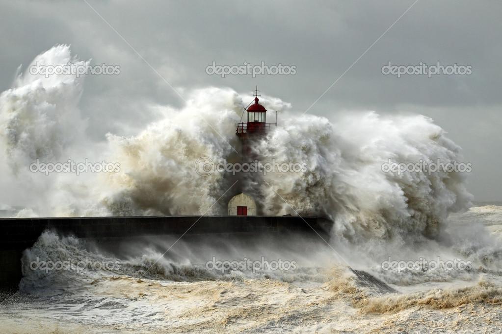 lighthouse porthcawl pier huge - HD2560×1600