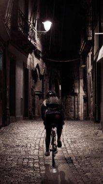 Alley cyclist