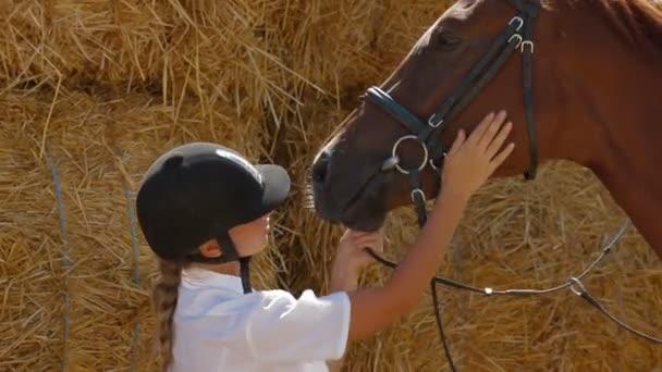 dívka domácí koně