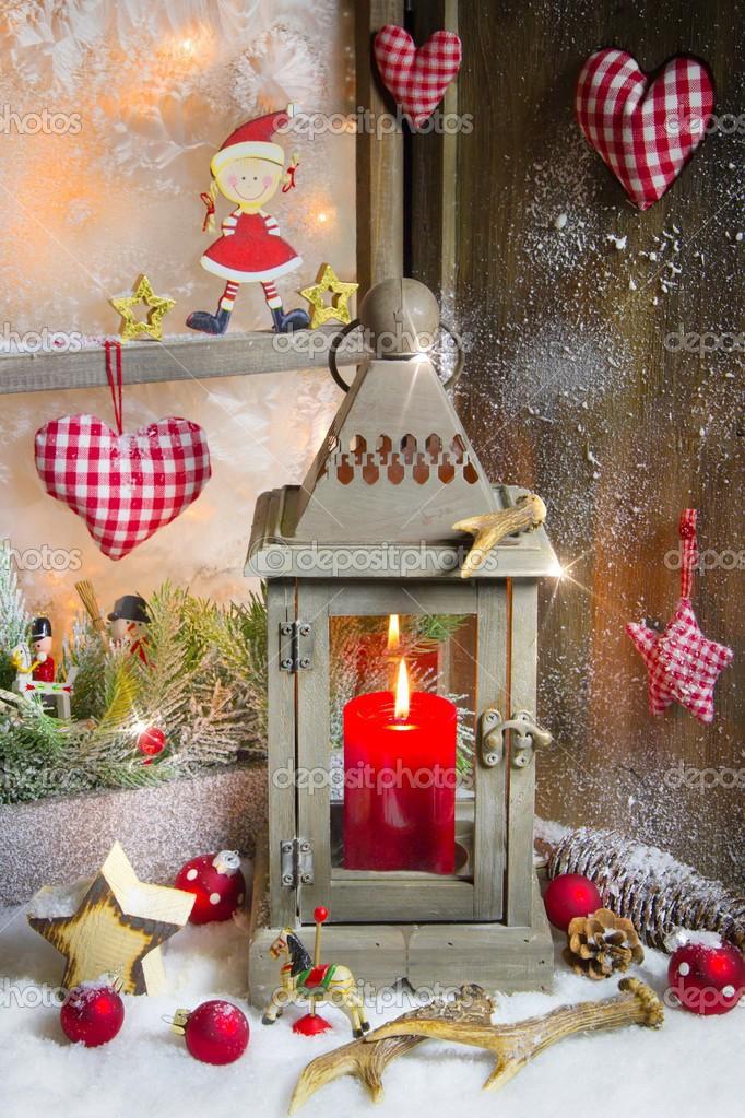 rustikale Laterne mit Kerzenlicht zu Weihnachten — Stockfoto ...