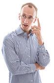 junger Mann hat tolle Idee angehobenen Finger isoliert auf weißem backgro