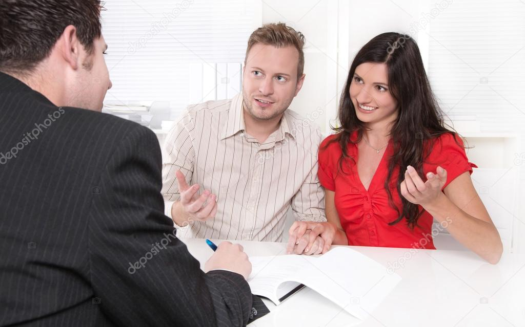 Married couple with financial specialist