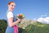 Fotografie Bayerisches Madl mit Blumen