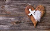 Fényképek fából készült háttér olajbogyó szív és a fehér kereszt a obitua