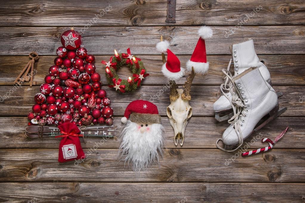 Kerstdecoraties Met Rood : Kerstdecoratie in klassieke kleuren rood wit en hout in n