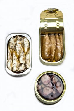 Tins of different sizes and opening