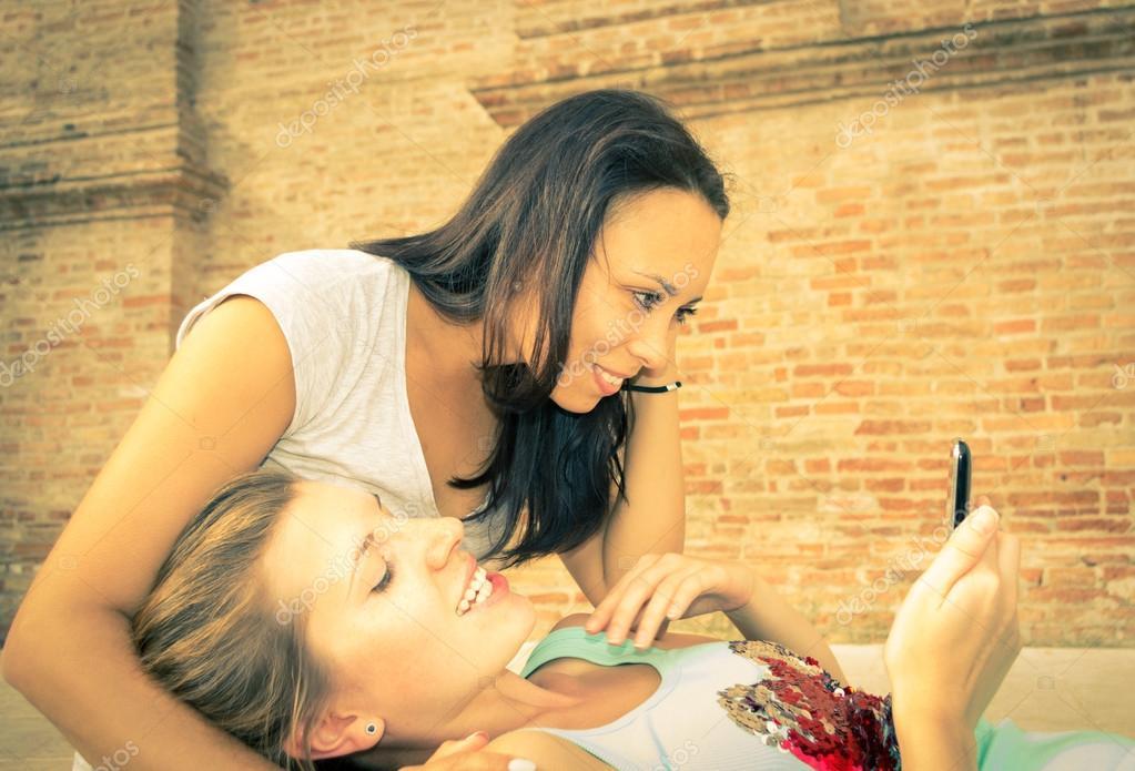 Frauen, die Spaß suchen