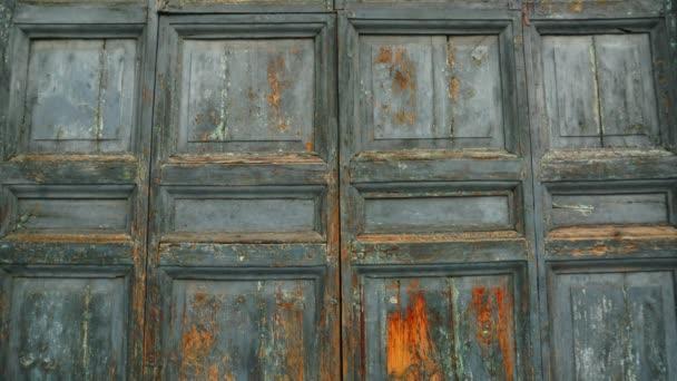 Old doors opening into greenscreen (model 1)