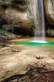 vodopád v lese, přírodní pozadí