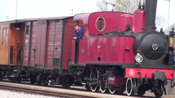 Staré železniční a parní stroj, v roce 1906