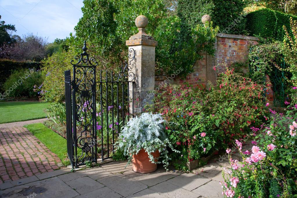 Giardino di campagna inglese u2014 foto stock © andrewroland #35371157