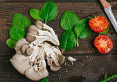 Fotografie Mushrooms and spinach