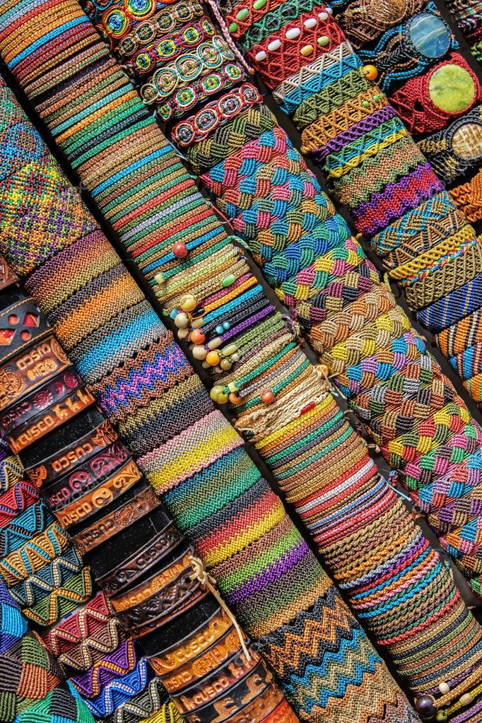 handgefertigte peruanische Armbänder — Stockfoto © jirivondrous ...