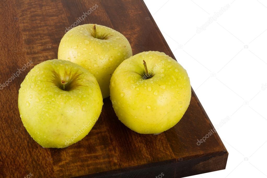 На яблоко похоже ну тверже