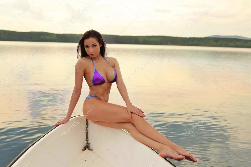 Houseboat Sexxy Women Videos 33