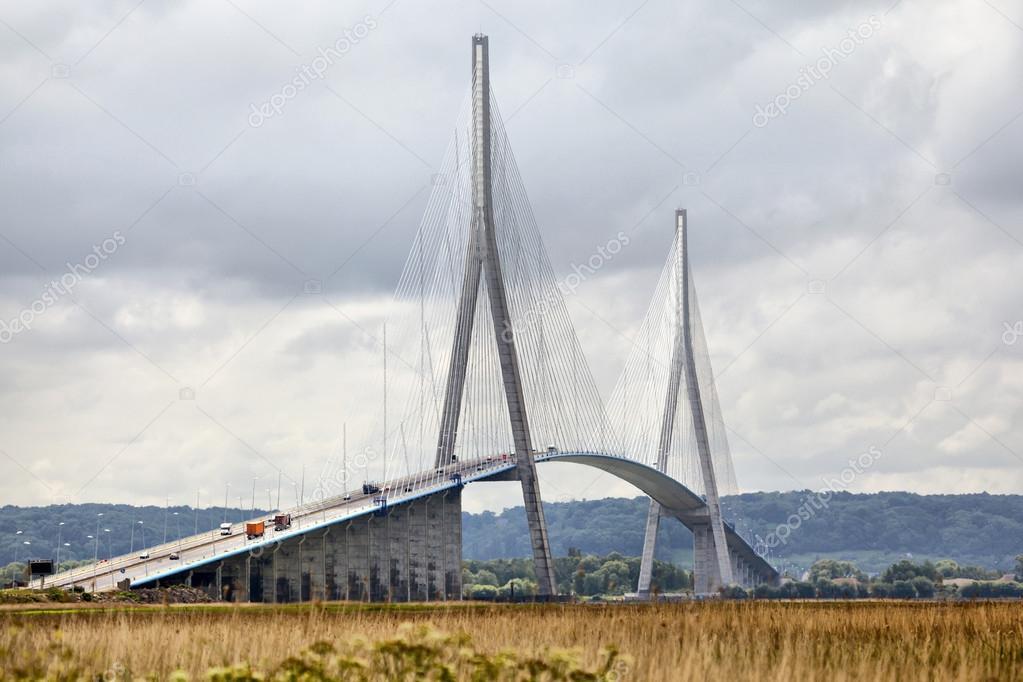 Ponte di normandia sul fiume senna foto editoriale stock for Piani di progettazione di ponti gratuiti