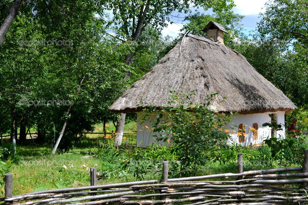 Superior Altes Traditionelles Ukrainisches Haus Hata Hergestellt Aus Holz Und Stroh  U2014 Foto Von Mariakarabella