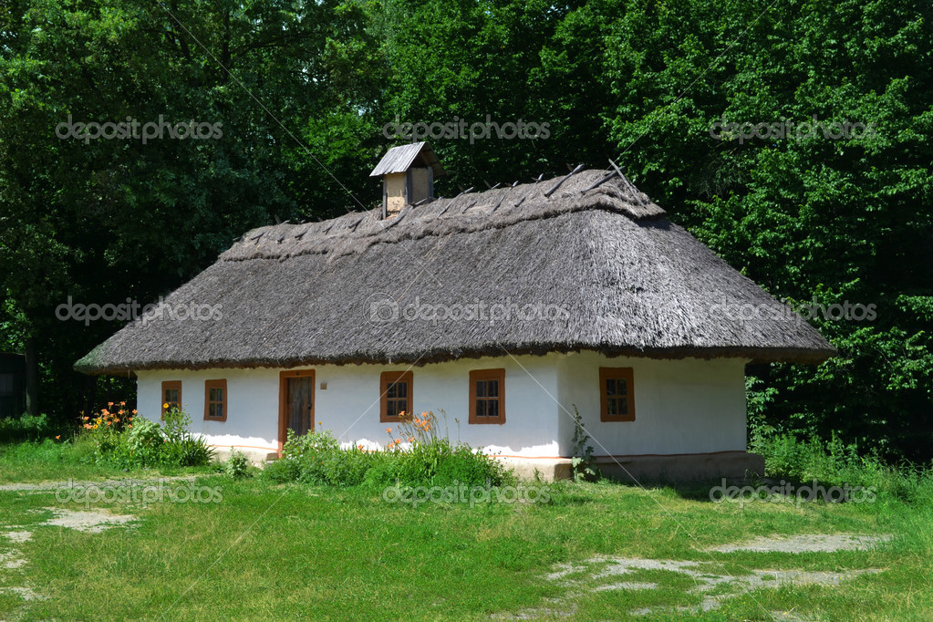 Old Traditional Ukrainian House Hata Made From Wood And Straw U2014 Stock Photo