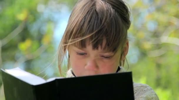 Çocuklar Parkta Kitap Okuyacak