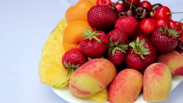 Fresh fruit on a plate.Sliced fresh fruit.