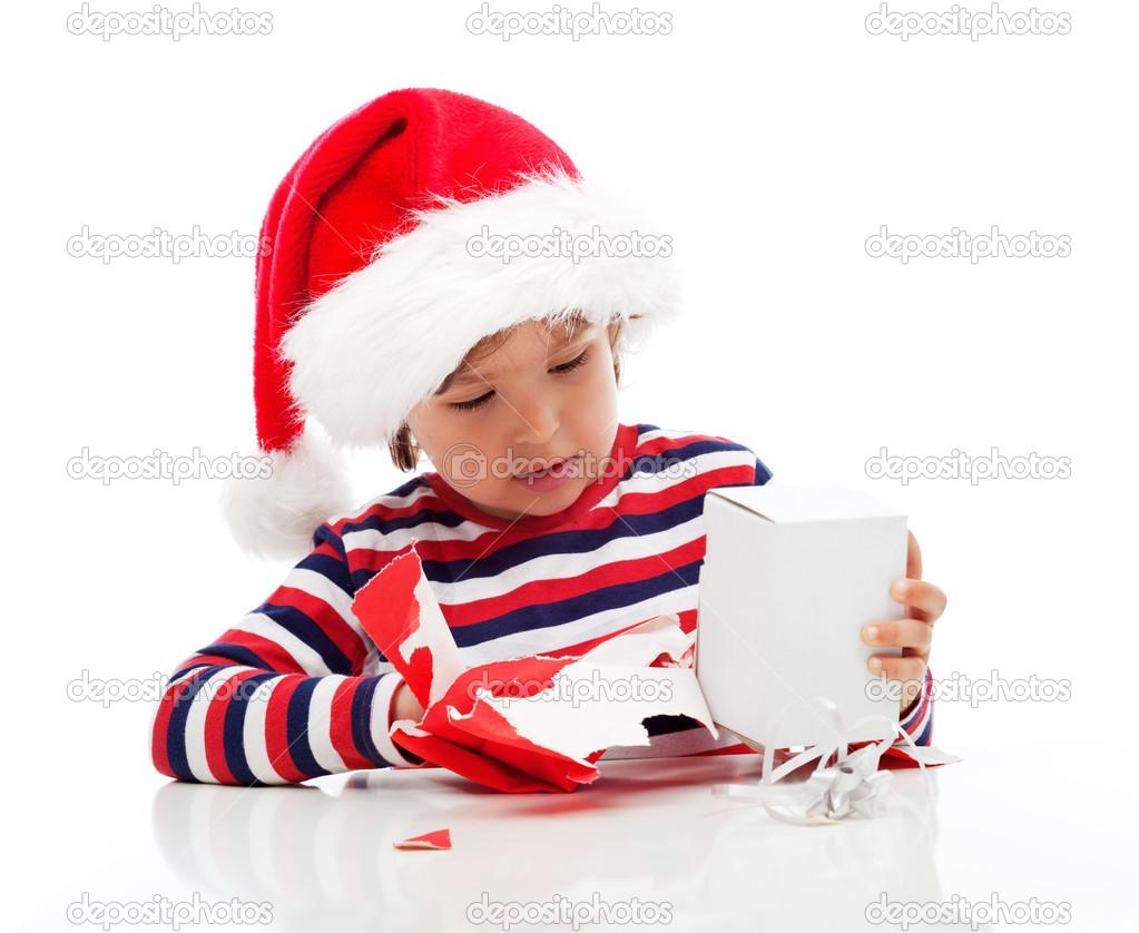 kleine Junge Auspacken Geschenk — Stockfoto © eszter71 #36292045