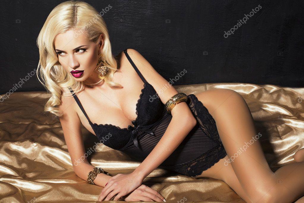 Блондинка сексуальная
