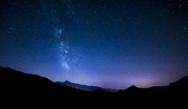 """Картина, постер, плакат, фотообои """"ночное небо звёзды с Млечного пути на фоне горы"""", артикул 49364393"""