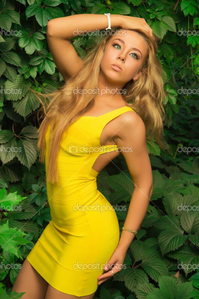 Джеймс броссман и девушка в желтом платье чужую жену секс