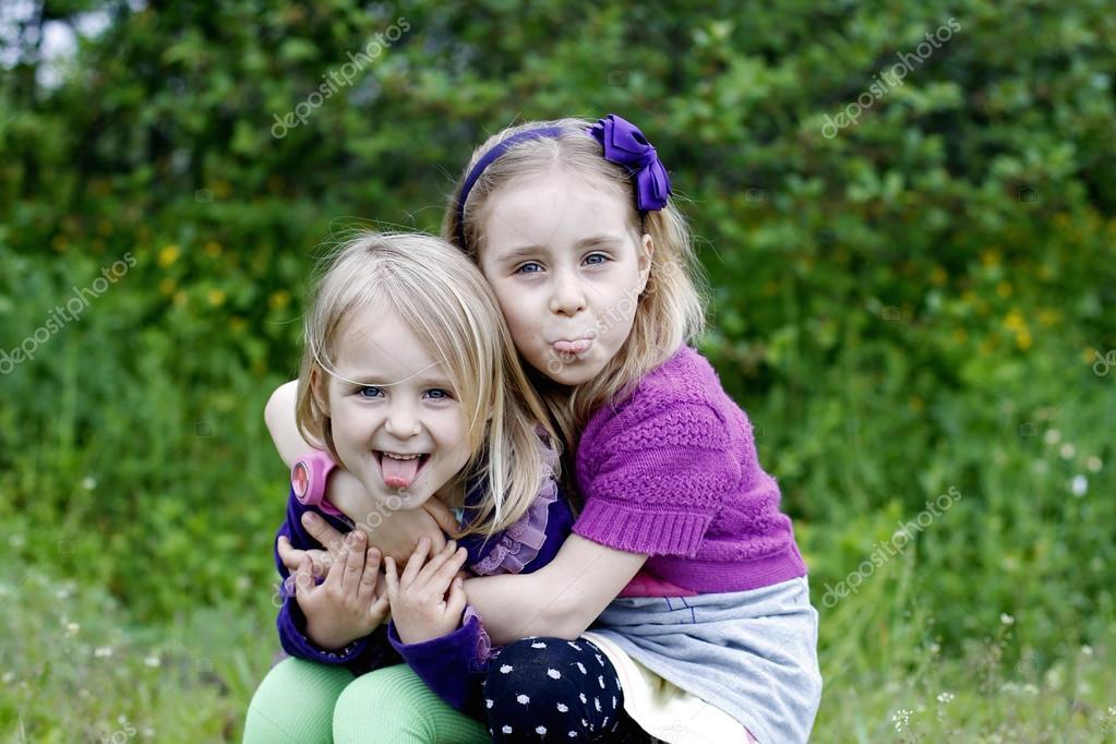 meisjes tongen
