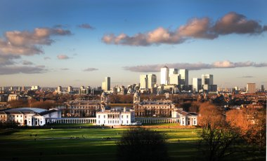 Greenwich park, Royal Navy college and Queen palace and Canary Wharf business international finance aria on the background