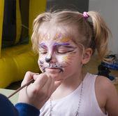 Fényképek születésnapi party a faceart kislány