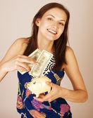 hübsche junge Frau mit Bargeld isoliert
