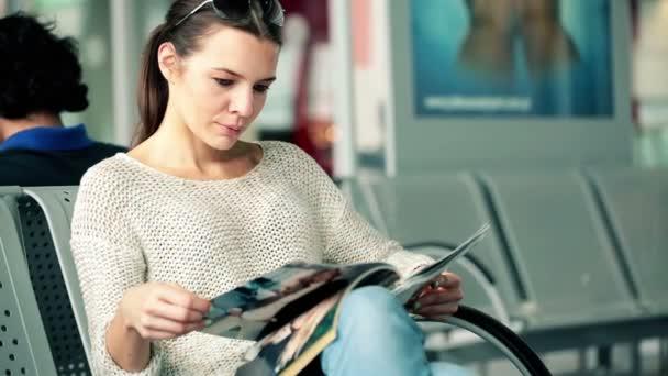 Muchacha leyendo
