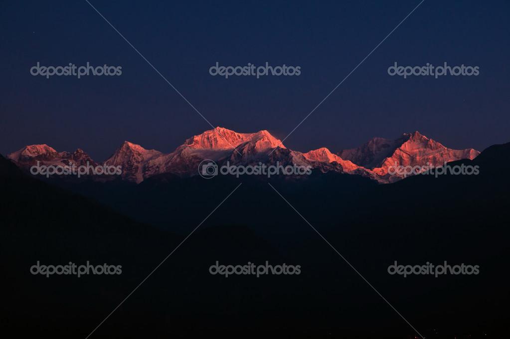 Kanchendzonga range at dawn