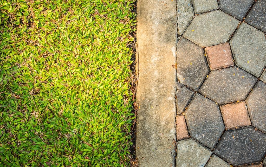 Fußboden Aus Backsteinen ~ Gras boden und fußboden backstein u stockfoto shotikwang